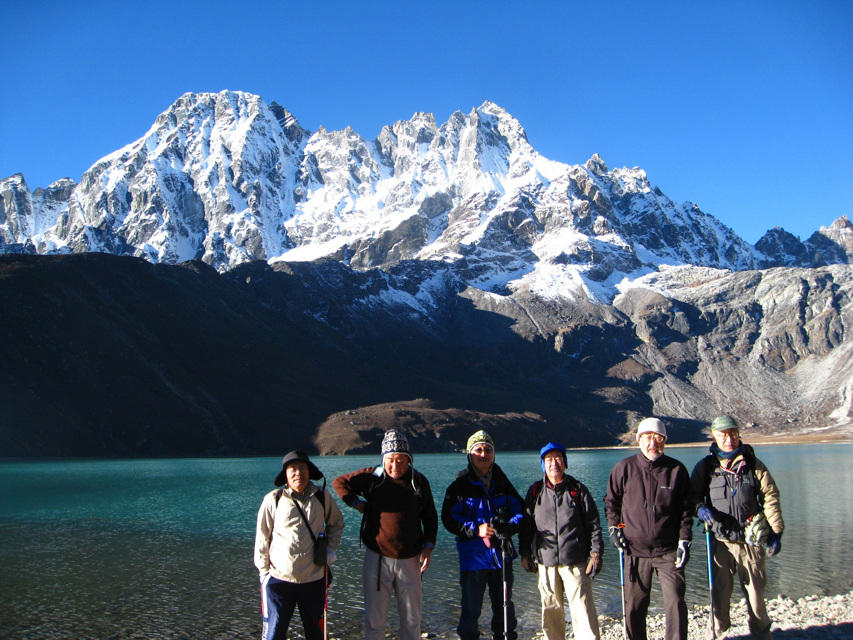 Gokyo Lake Everest Trekking – 14 Days